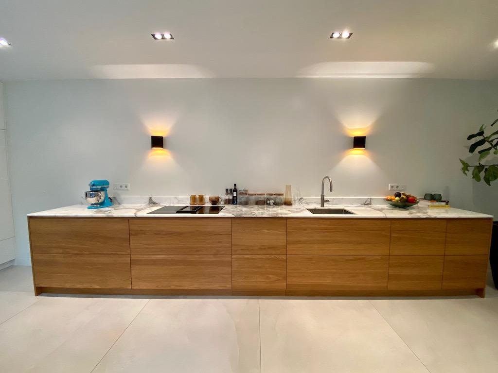 Eiken multiplex keuken met marmer